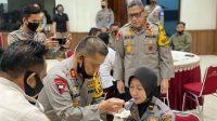 Ramah Tamah Bersama Lulusan Akpol 2020, Kapolda Maluku Suapi Anggotanya