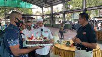 Ulang Tahun Ke-57, Kapolda Maluku Berikan Kejutan Kue Ulang Tahun untuk Pangdam XVI Pattimura