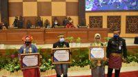 Hari Jadi Sulbar, Ali Baal Terima Penghargaan Dari BKKBN Pusat